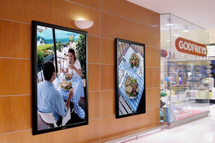 Indoor: видеореклама в местах продаж, лайтбоксы и иные материалы.